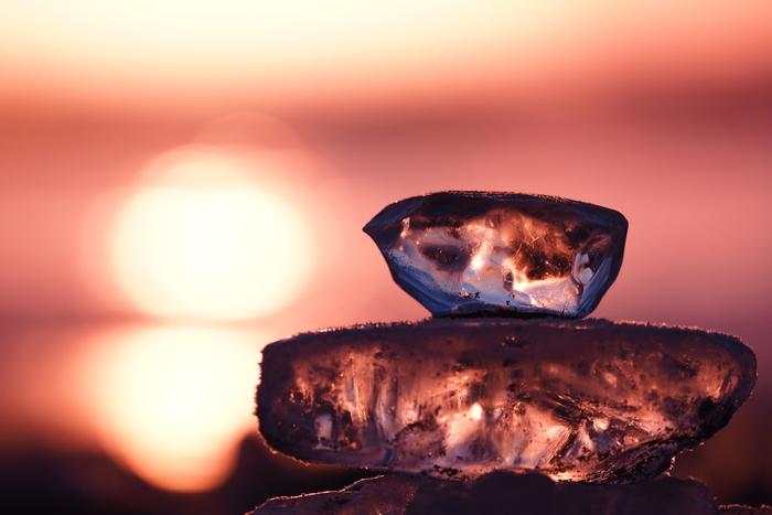 氷を重ねてみたり、好きな形のものを見つけて写真を撮ったり。こちらは「ひよこ」に似ているとか…確かにそう見えますね!