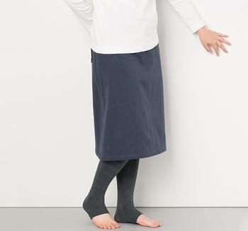 同じ作りでスパッツタイプもあります。かかとまで守ってくれるから足首も暖か。スカートのインナーとして、さり気なく下半身全体を守ってくれます。