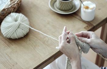 あえて「手編みで作ってみる」といった楽しみも!編み物が得意な方はいかがでしょうか?