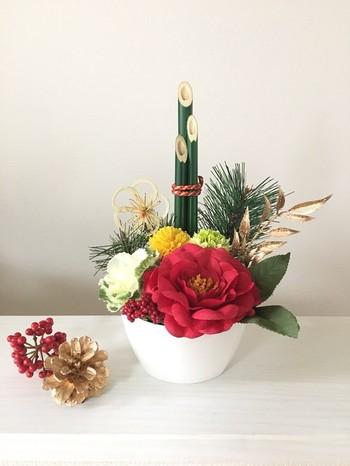 洋風の玄関には、門松をイメージしたかわいらしいアレンジメントはいかがですか?ハンドメイド作家さんのアイテムで、手軽にお正月気分を味わうのもおすすめですよ♪