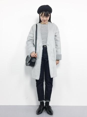 足元が重くなりがちな冬。パンツの裾を折り返し、裏地の薄い色を見せるだけで、グッと軽さが生まれます。