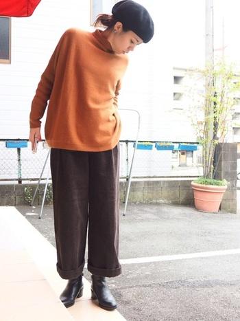 シューズとのバランス調整が難しいハンパ丈パンツ。隙間をちょうどよく埋めてくれるサイドゴアブーツがあれば安心です。