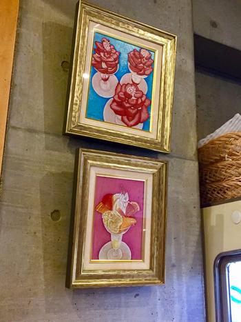 壁にかけられたパフェの絵。そう、フルーツパーラーゴトーはフルーツパフェが有名なお店なんです。そんなお店でパフェと同じぐらい人気があるのが、ペリカンのパンを使ったメニュー。
