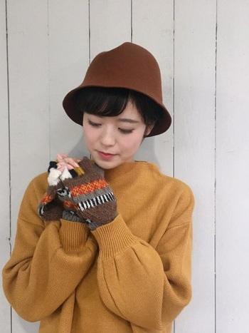 楽しげな編み模様が印象的な手袋は、着こなしの差し色としても◎。いくつか種類を揃え、気分によって使い分けるのもいいですね!