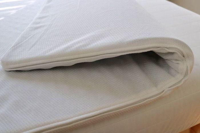 マットレスは柔らかすぎても硬すぎてもいけません。柔らかすぎると、体が沈み込んでしまって寝返りがうちにくくなります。逆に硬すぎると、マットレスと体が接触している部分にだけ体重がかかり、痛くなってしまいます。どちらも熟睡できないですよね。  マットレス選びで重要なポイントは、寝姿勢です。理想の寝姿勢とは、自分が立っているときと同じ背骨の状態が、寝たときも保てる事。自分にぴったりのマットレスだと、とても楽な状態で眠ることができます。