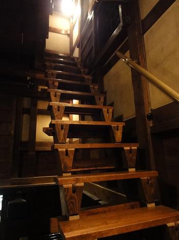 土蔵の内部。関東大震災と東京大空襲の猛火に耐えた歴史ある土蔵は、1998年に文化庁の登録有形文化財として登録されているんですよ。