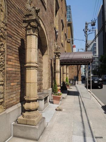 まだビルがレトロではなかった時代の大阪に思いを馳せながら、市内を散策してみましょうか。