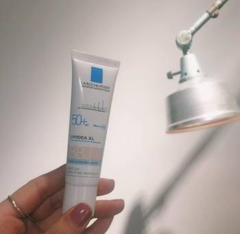 世界で25000以上の皮膚科医に採用されているという、「ラ ロッシュ ポゼ」。敏感肌でも使える肌に優しいBBクリームです。忙しい朝のベースメイクにもさっと使えて便利ですよ。