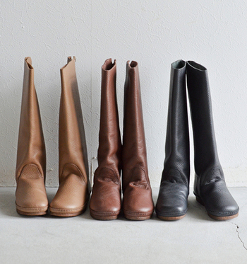 いかがでしたか?冬になるとつい恋しくなるロングブーツ。履くだけでどんなコーデもサマになる、この季節の王道アイテムです。今年はまた履き方をアップデートして、クラッシーなブーツスタイルを楽しんでくださいね♪