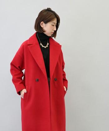 こんなにグラマラスな赤を素敵に着こなせるのはブルーベースさんの強み!赤×黒のコーデでクールに決めてみませんか?