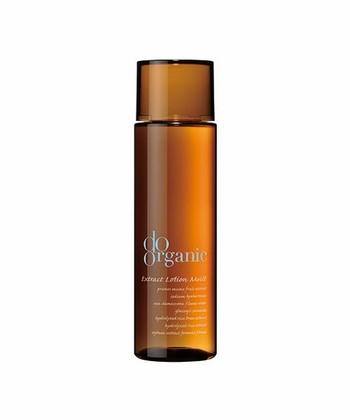 国産オーガニックスキンケアブランドである「do organic(ドゥーオーガニック)」。天然由来の成分が99.9%と安心して使える化粧水です。とろみのある化粧水は乾燥する季節にピッタリ。豊かな香りもスキンケアを楽しくします。