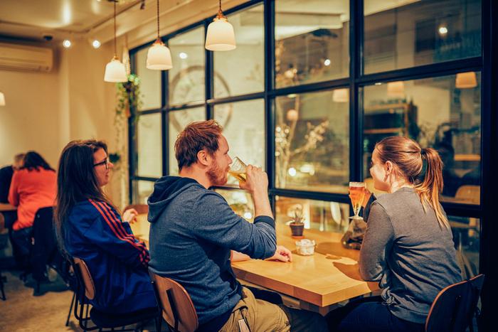 17時から23時はバータイムに。クラフトビールから種類豊富なウイスキーなど、アルコール類が充実しています。谷根千散策の終着地として、美味しいお酒と料理を楽しむのはいかがでしょう。
