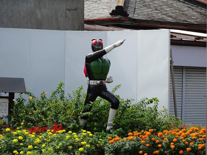 仮面ライダーシリーズの原作者でもありますね。記念館の道路の向かいに建っています。石ノ森章太郎の生家の近所なので、是非、お立ち寄り下さい。