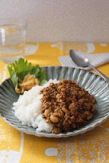 ミンチを豆腐でかさまし。お肉をたっぷり使うより、あっさりさっぱりなヘルシーカレーです。