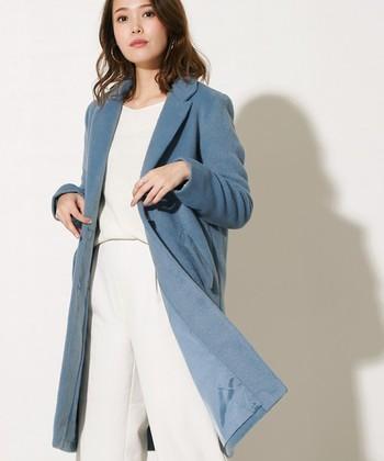 こちらもスモーキーなカラーが得意なブルーベースさんにおすすめのコート。色合わせが難しいと思ったら思い切ってオールホワイトに。白もブルーベースさんに似合う色ですよ♪
