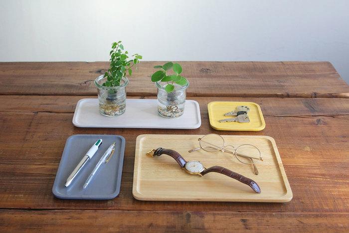 キッチンで使うだけではもったいない。腕時計やメガネ、鍵など、ついあちこちに置いてしまいがちな小物の定位置にすれば、カウンターや机の上もすっきりとして洗練された雰囲気になります。お出かけ時にあちこち探し回らなくても済むから、利便性も◎。