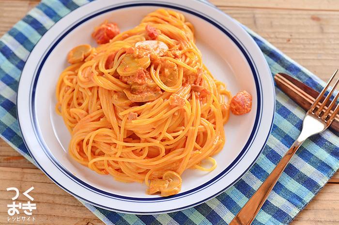 具材を加えてパスタとあえればトマトパスタに。野菜や鶏肉と煮込んでトマト煮込みにしても。