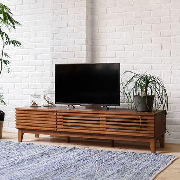 横のラインがスッキリとした印象のTVボード。ガラスがさり気なく圧迫感を押さえてくれています。