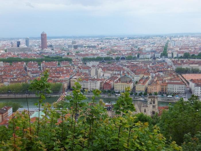 フランス第2の都市であり、横浜と姉妹都市でもある「リヨン」。パリから高速列車・TGVに乗り、約2時間(ちなみに、パリ⇔リヨン間はTVG最速300キロになります)で行くことができます。