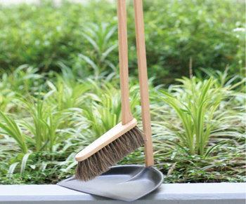 屋内と屋外、両方で使えます。木のぬくもりが温かく、玄関先においてもスマートです。