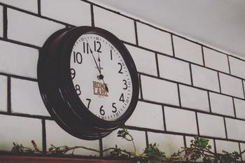 シンプルな時計も転写シートを貼るだけでブルックリンスタイルに早変わり。また新たな時を刻んでくれそうですね。