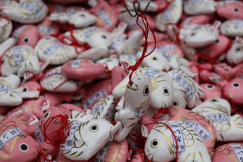 神社の初詣で可愛いおみくじを手に入れて、良い運を引き寄せましょう!