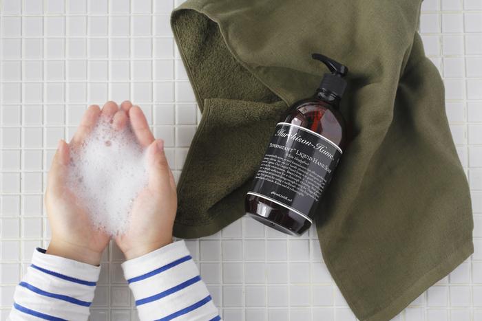 風邪予防の基本は、やっぱり手洗いとうがいです。面倒くさがらずに毎日きちんと続ける習慣を家族全員で心がけることが、家の中にウィルスを持ち込まない一番の近道かもしれません。