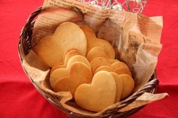 シンプルにジンジャーの風味を味わえるクッキー。しょうがのピリッと感もハートの形で美しく。