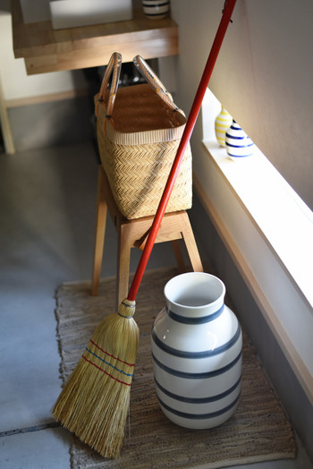 いかがでしたか?玄関をきれいに整えることは、神様のためでもありますが、家を訪れるお客様、そして何よりも、毎日「いってきます」「ただいま」を言う家族にとっても心地いいことですよね。いつも掃除の行き届いた玄関で新しい一年を過ごせるよう、願いを込めて年末の掃除をしてみましょう♪