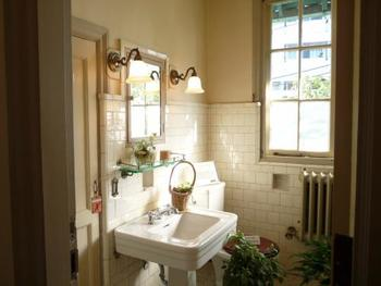 いつも洗面所をキレイにしておけば、突然お客様が来ても安心♪おもてなしの心で空間づくりを考えてみるのも良いでしょう。水回りが毎日キレイだと、気持ちまで明るく、前向きになれそうですね♪