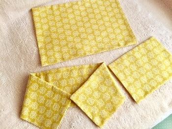 使い方に応じて好きなサイズの袋を作り、中身を入れ、しっかりと閉じます。布は、必ず木綿かリネンを!電子レンジにかけるため、化学繊維は燃えてしまいますのでNG。また、金糸など刺繍があるものも避けましょう。
