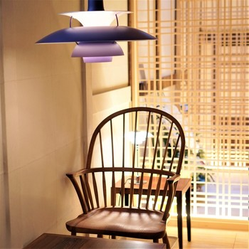 もとは住居だった部分を改装したカフェは、和の空間に北欧テイストのインテリアを配した落ち着いた空間です。京都散策の疲れを癒してくれそうですね。