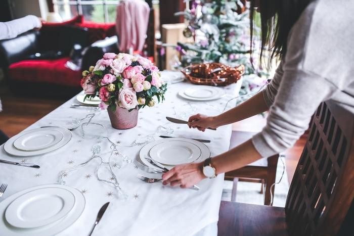 """クリスマスやお正月、さらには大掃除や年賀状作りなどなど…これからの季節はイベントごとが盛りだくさん! そんなバタバタと忙しい年末年始でも、美味しい料理が食べたいもの。クリスマスやお正月にぴったりの、空いた時間に準備しておける、とっておき""""作り置きレシピ""""をご紹介します。"""