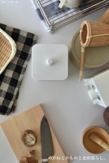 普段のお掃除でなかなか片付かないのが、毎日使う「細々(こまごま)したもの」。キッチン雑貨や小物、アクセサリーなどカタチもさまざまで定位置が決まりにくいですよね。