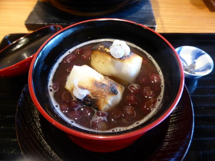 希少な能登大納言小豆をたっぷりと使った贅沢なぜんざい。大粒なのでお餅に負けない存在感!甘めの味付けはエネルギーチャージにぴったりです。