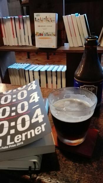24時までやっているので、会社やお出かけ帰りに、読書しながらちょっと一杯もおつなもの。お酒を飲みながらゆったりと頭を切り替えるのもいいですね。