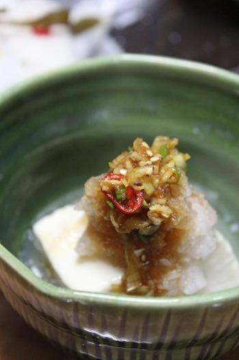 ニンニクと生姜、そしてたっぷりの大根おろしに醤油を入れたレシピ。 シンプルだからこそ、豆腐の味が引き立ちます♪