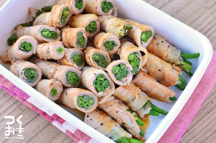 いんげんとシソのさっぱりレシピ。 豚肉を使っていますが、それほど油っぽくならず、彩りキレイでお弁当にもおすすめです。