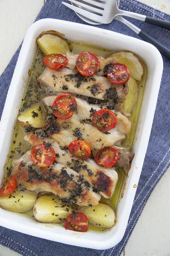 バジルが香る鶏のオーブン焼き。 調味料を使い過ぎないからナチュラルな味わい。シンプルな調理法でバジルが程よく香ります。