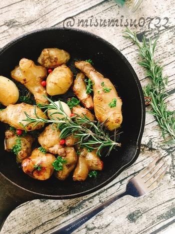 ローズマリーを合わせるならイモ類もおすすめ。 ローズマリーの他、パセリと赤粒胡椒も組み合わせると見た目の彩りもより豊かに。 菊芋はじゃがいもで代用してもOK!