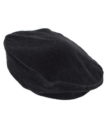 トラッドルックやヴィンテージルックなど、冬になるとまといたくなるノスタルジックな着こなし。どこか懐かしさを感じるコーデュロイの帽子なら、違和感なくしっかりマッチしてくれますよ。