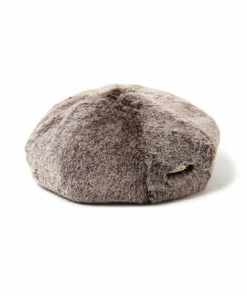 ベロアやスウェードなど、あったか素材が豊作の今シーズン。中でもファーは、注目すべきビッグトレンドのひとつです。帽子で取り入れるなら、大袈裟にならないロシアンハットやベレー帽にするのがオススメ。