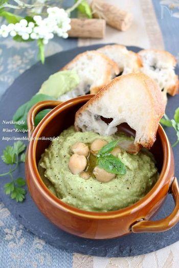 ひよこ豆に生のバジルを加えて色鮮やかと香りをプラスしたレシピ。こちらもひよこ豆の水煮缶をつかいますが、漬け汁がない場合は水とオリーブオイルを増やして滑らかにしましょう。