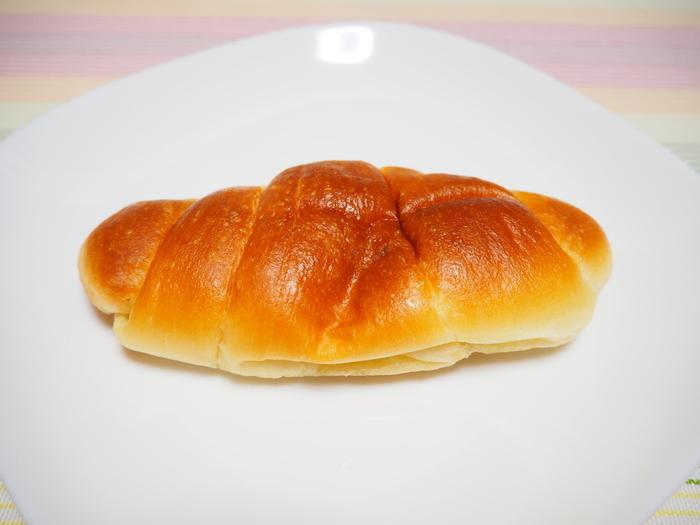 たっぷりとバターと塩が入ったナンのような弾力がある塩パン。底の部分はサックリした歯ごたえでそれもまた美味しい。小ぶりなので女性でも2個はいけちゃいそうな絶品塩パンです。