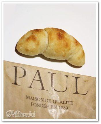 発酵バターと南仏カルマグ産のミネラル豊富な天日塩を使った塩パン。生地には小麦粉だけでなく、北海道産のじゃがいもを使用したこだわり。素朴であっさりとした塩パンはクセになりそうな美味しさです。
