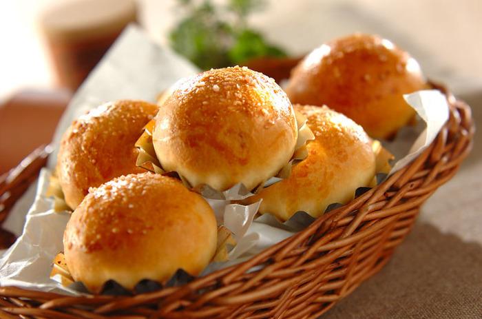 小さめで食べやすい塩パン。きび砂糖と岩塩を使った優しい甘さと上品な塩味がクセになりそうです。