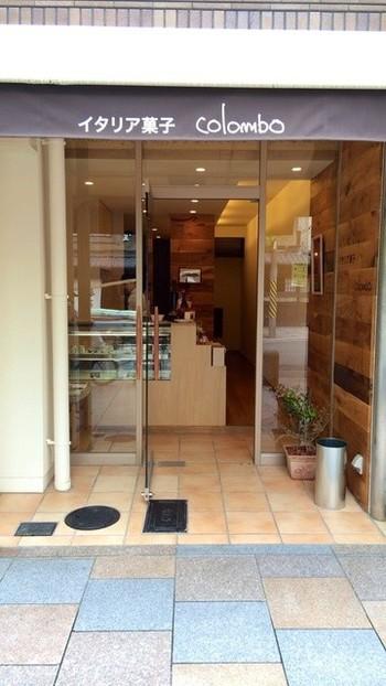 「イタリア食堂コロンボ」が2015年に開いた「イタリア菓子 colombo」は、小さないお店。イタリア語の「山鳩」を意味する「コロンボ」が店名とキャラクターです。 ティラミスの他にも、ココナッツのビアンコマンジャーレ、カンノーリ、パロッツォなど美味しいイタリア菓子を扱っています。