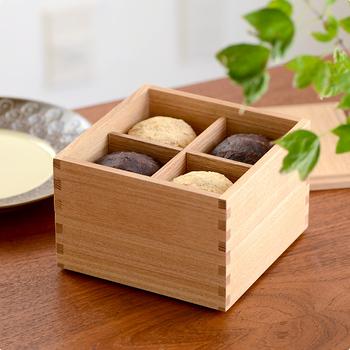 サイズは5寸と6寸の2種類で、5寸はW150×D150×H110mmと小さめなので2人用のおせち料理に使用したり、お茶菓子などを入れるのにも重宝しそう。