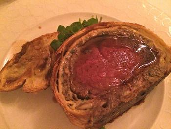 さくさくとした食感のパイ生地とジューシーなお肉のハーモニーをぜひ一度堪能してみてはいかがでしょうか?