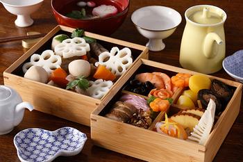 昔から日本人になじみ深い竹。そんな竹の良さを伝える品を1898年の創業以来、京都でつくり続けてきた公長齋小菅(こうちょうさいこすが)の重箱。